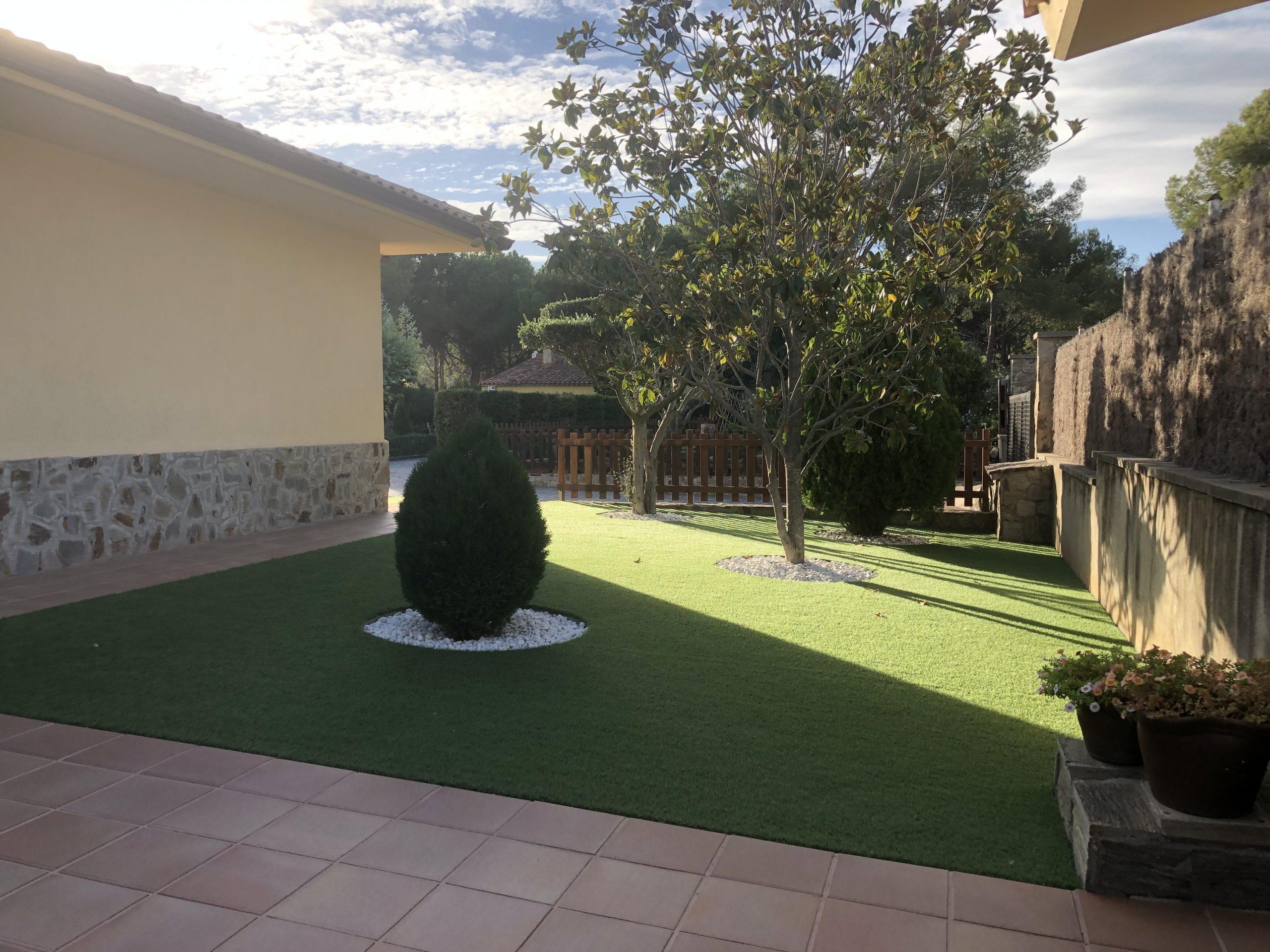 Casa espectacular en una sola planta, con jardín y piscina